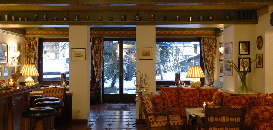 Hotel Haldenhof, Lech, Austria - Bar and lounge area.jpg